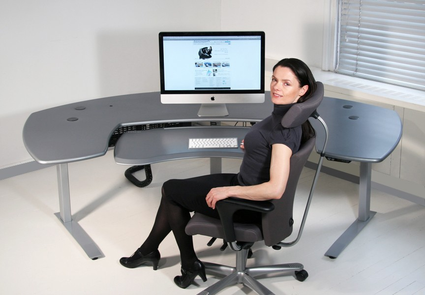 maxo oversized ergonomic desk with crank or motorized